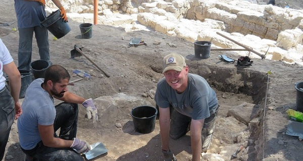 US vets combat PTSD by sifting through the past at archaeological dig in Israel