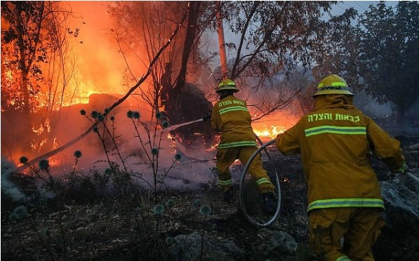 Netanyahu asks for international help as huge fires force evacuation of 3,500