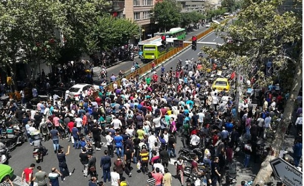 Iran's Death to Khamanei Protests Continue into Third Day